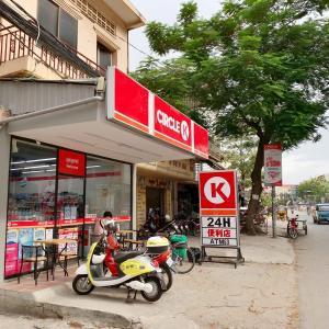 Circle K mart 日本でもおなじみのコンビニ、サークル K プノンペン都内に急に増えました。
