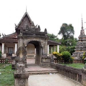 Wat Samrong Knong 慰霊塔の近くにあるお寺さん。