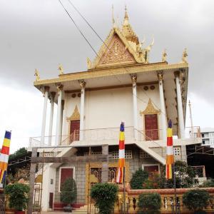 Sampov Meas Pagoda オリンピアモールのすぐ近くのお寺さん。