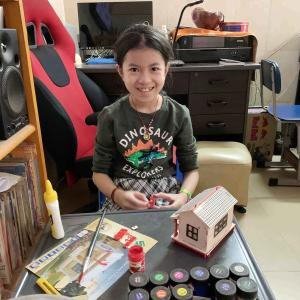 娘の工作キットの展示をしています。