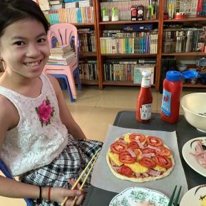 簡単な安上がり手作りピザです。