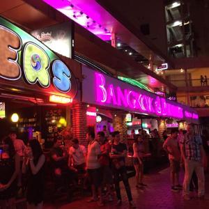 シンガポール・バンコク弾丸周遊旅行 その5 おっさん2人のゴーゴーバーホッピング