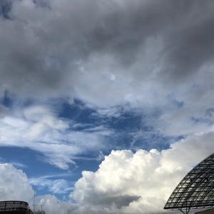 今日は空の日 台風前の空♪