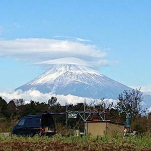 昨日は笠雲、今日は冴え渡る富士山