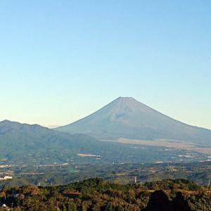 澄み渡る空に映える富士