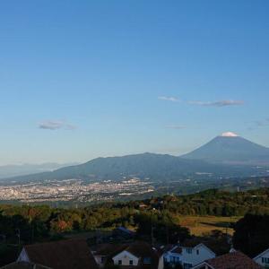 平年より6日早い富士の冠雪