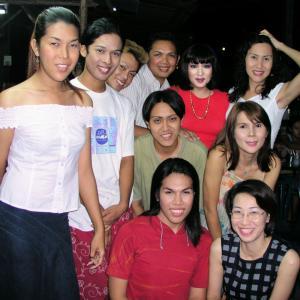 タイ、トラン市での、トランスジェンダーとの集合写真