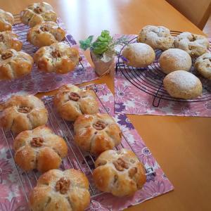 紅茶のパンとくるみパン