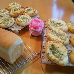ツナマヨパンと食パン