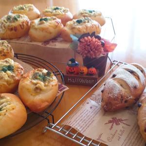 ツナマヨパンと、どっしりパン
