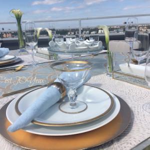 秋の始めの夏のような日に…水色モダンな外テーブル