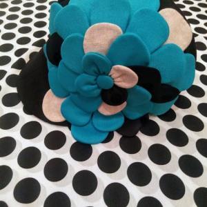 キャスケットに大きなお花!