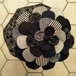 7種類の素材を組み合わせたお花!