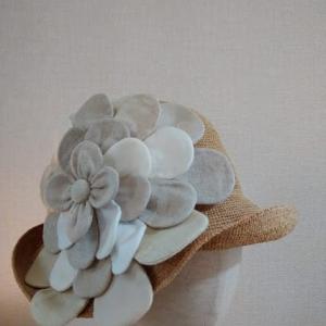 ワンタックラフィアクロシェ~Shokoの新作!薄いベージュ系のお花