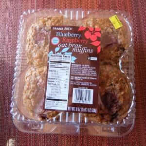 トレーダージョーズ☆ Blueberry Raspberry Oat Bran Muffins☆