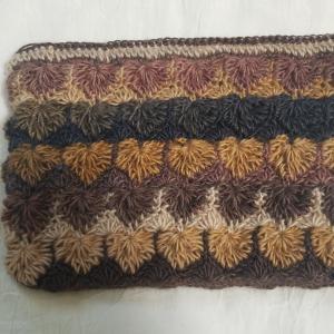 変わった模様のかぎ針編みポーチ