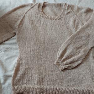 urbanで編んだ200g弱の軽量セーター