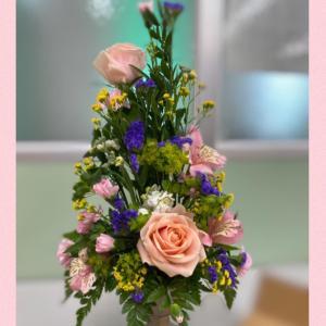 今回のヨーロピアンフラワーお花が入りきらない…お家に帰って別の花瓶にも飾りました@s...
