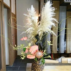パンパスグラスが明日のお月見に~(美容室にお花)