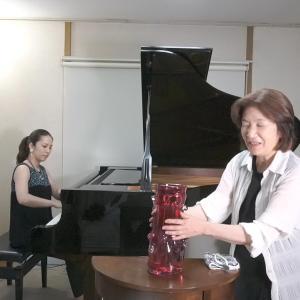 生演奏(ピアノ)に合わせて、「いけばな」すると