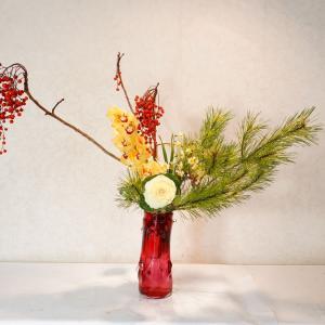 今年ラストのカウンター花、そして、ガラス花器にお正月花