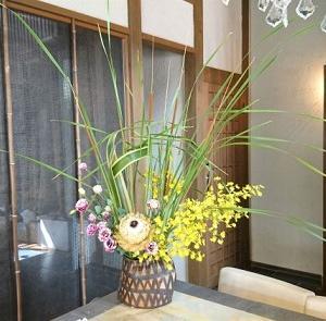 美容室のお花、後ろ生けしたら新しい発見が~