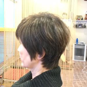カットの仕方で髪の表面がきれいになる。