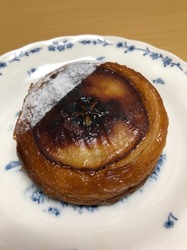 Hakone Bakery Dining&Bar COREDO室町テラス りんごのクイニーアマン