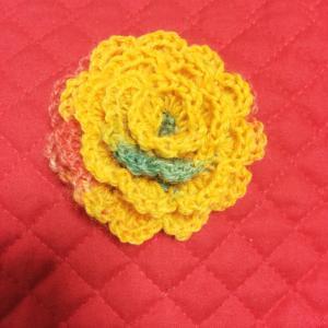 手編みのコサージュ