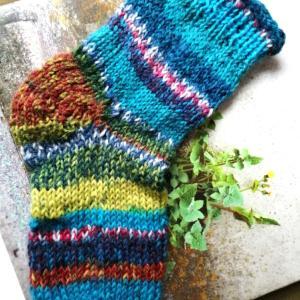 つま先から編む靴下