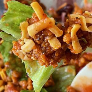 セブンイレブン 「タンパク質が摂れるスパイシーチリミートサラダ」夏にぴったりな商品です