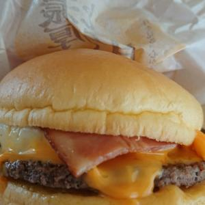 今度はマクドナルドの月見バーガー