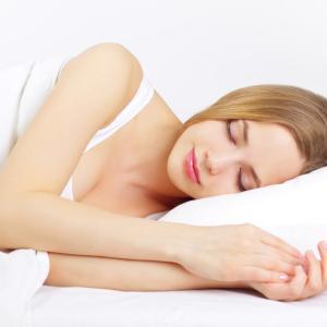 睡眠不足は熱中症の大敵、昼寝も味方せず 熱帯夜の危険な眠り方と正しい快眠法