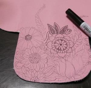 ごちゃっと革に手描きでアコーディオンポーチ試作する。