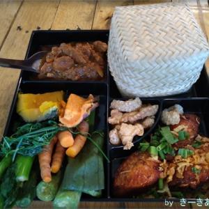 ドゥシット地区の【DaraDalay】はカオソーイが美味しくておすすめ!タイ北部料理の弁当!?もあるよ!