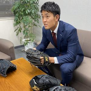 阪神・望月惇志投手、クセ隠しグラブ完成!「投球に集中できる」