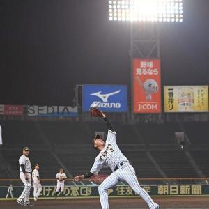 阪神、ナイター後に異例のフライ捕球練習