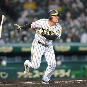 福留、14年以来6年ぶりのセンター 六回に同点二塁打後、守備に就く