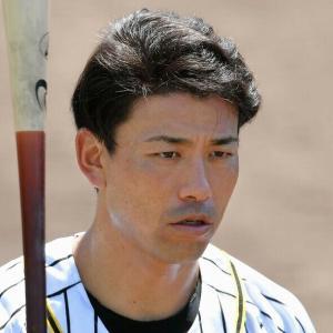 阪神戦力外の伊藤隼太 5年ぶり現役復帰を目指す元同僚と合同練習 ともに縦じまユニで