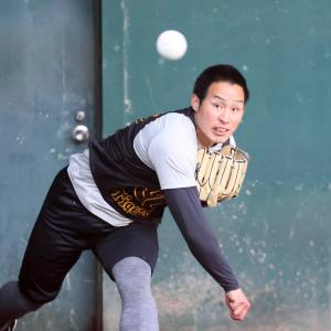 阪神3位佐藤蓮「感覚良かった」捕手座らせ投球練習
