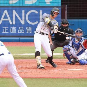 「シフト」ぶち破る佐藤輝明、野手も追えない2打席連続弾丸ゴロ適時打