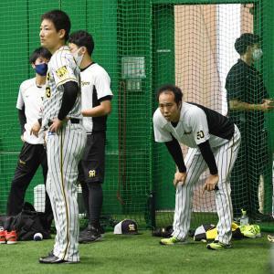 阪神岩崎優が1軍合流 集合したナインから拍手で出迎えられる
