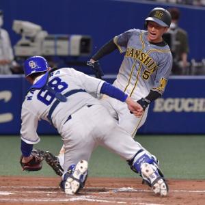走塁でアウト 阪神・矢野監督は「迷ったら俺は行ってくれた方がいい」