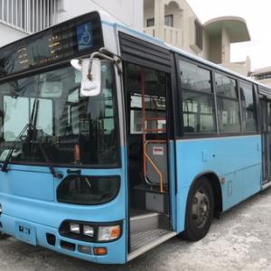 何故、事務所が中古路線バスなのか??