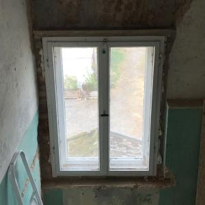 古い窓の設置