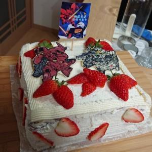 息子の誕生日には妻お手製のガンダムケーキで