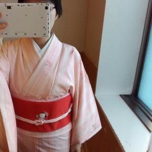 [着物コーデ]スプリング オレンジ縞の紬に赤い名古屋帯