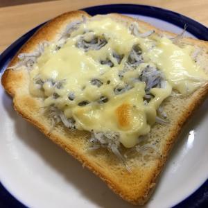 あきれるほど簡単でもしっかり美味しい、シラスチーズマヨトースト、アマニオイル掛け 簡単レシピ付き