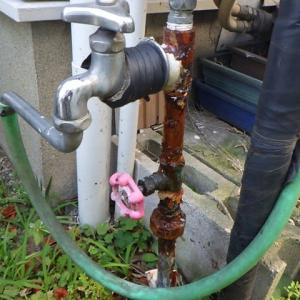 腐食した給水管のやり替え