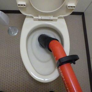 ローポンプを使ってトイレの詰まり修理・・・千葉市某施設